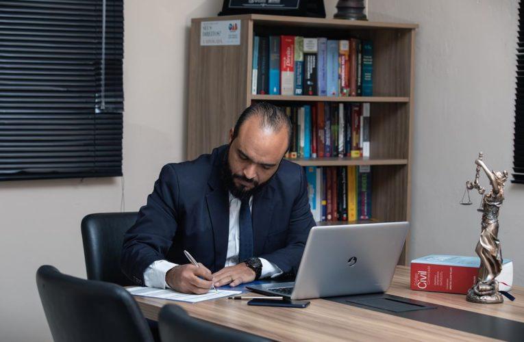 Prawnik – pomaga tam, gdzie sami sobie nie radzimy