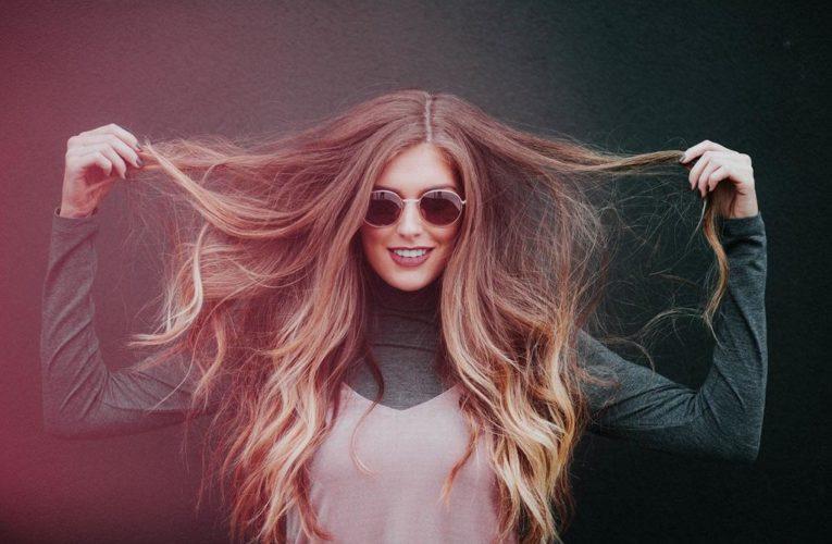 Sposoby na matowe włosy – jakie wybrać?